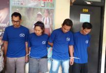 TERSANGKA NARKOBA. Keempat pelaku jaringan narkoba Pontianak dan Palangkaraya dihadirkan dalam press release di Kantor Ditektorat Reserse Narkoba Kalbar, Rabu (1/8). Andi Ridwansya-RK