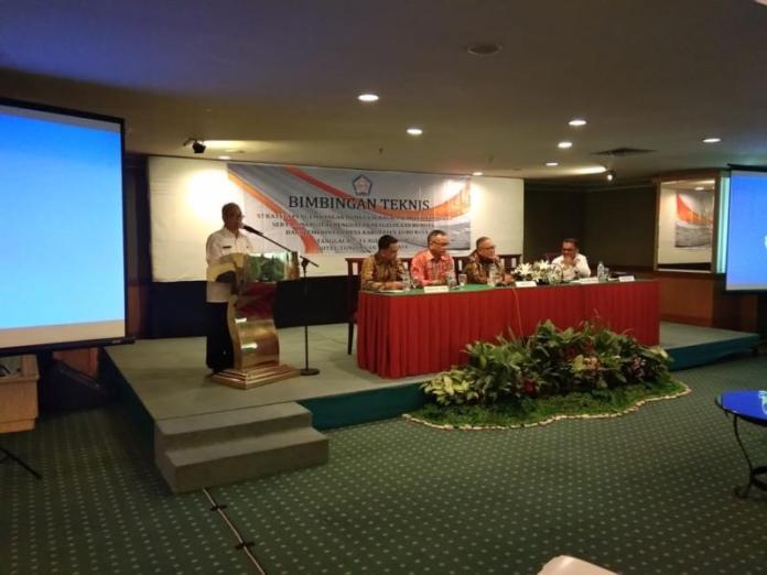 Sambutan. Kepala Dinas Sosial Kubu Raya, Nursyam Ibrahim memberikan sambutan dalam kegiatan Bimbingan Strategi Pengembangan BUMDes di Hotel Tunjungan, Surabaya, Rabu (8/8). Humas for Rakyat Kalbar