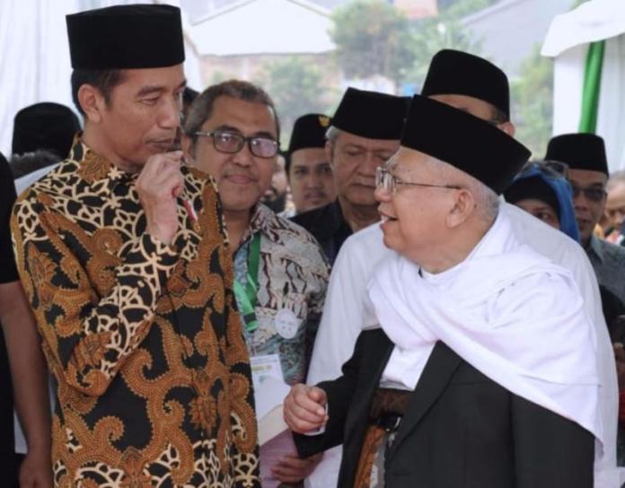 BARENGAN. Presiden Joko Widodo dan Ketua MUI Ma'ruf Amin ketika menghadiri sebuah acara di Jakarta Timur, Kamis (26/7). Setpres for Jawa Pos