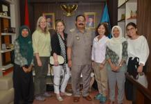 Kunjungan. Pj Bupati Kayong Utara, DR H Syarif Yusniarsyah menyambut bahagia kunjungan istri Dubes AS dan Inggris di Sukadana, Kamis (30/8). Humas for Rakyat Kalbar