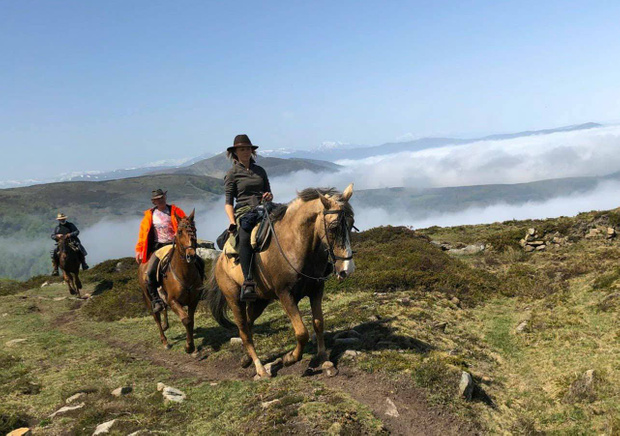 Save 144 EUR on this trip to Spain and make it a cheap horse riding holiday