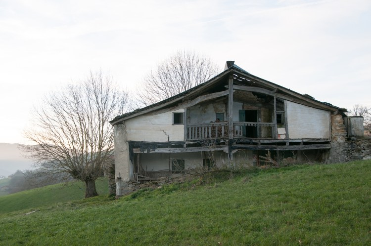 To prepare for living with horses in Spain, the old house had to be torn down. It was in bad shape.