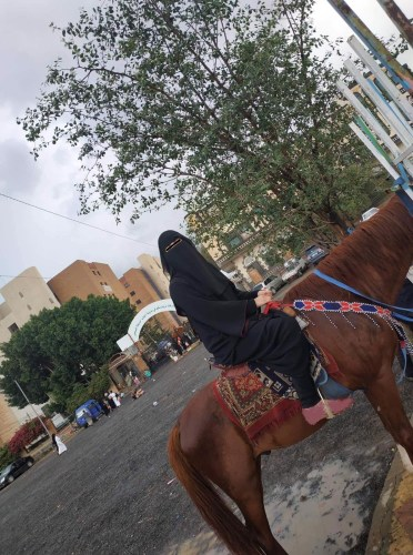 Horse riding in Yemen: This is the first ride of one Yemeni Adventuress