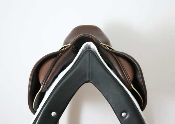 Pommel on Prestige X-Paris D 17 35 Jump Saddle SN: 07461114