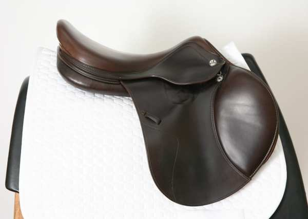 Right Side of Prestige X-Perience D 17 33 Jump Saddle SN: 01880716