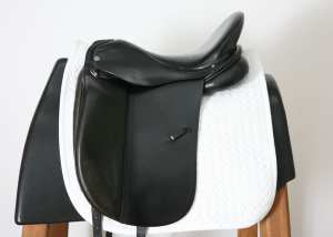 Left Side of Albion Platinum Dressage Saddle 17W SN: 84322