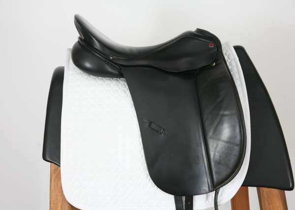 Right Side of Albion Style Dressage Saddle 18M 20584