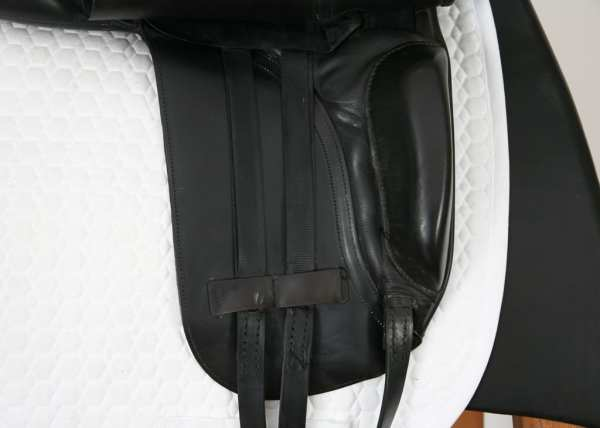 Right Flap on Albion Style Dressage Saddle 18M 20584