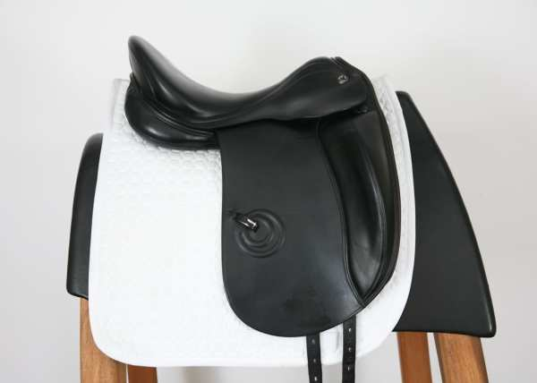Right Side of Prestige LC 17 34 Dressage Saddle SN: 0530310