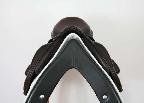 Pommel on Amerigo Vega MF Jump Saddle 18M SN: 15010412
