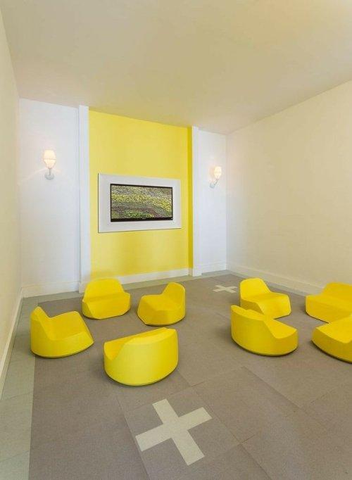 mur déco jaune