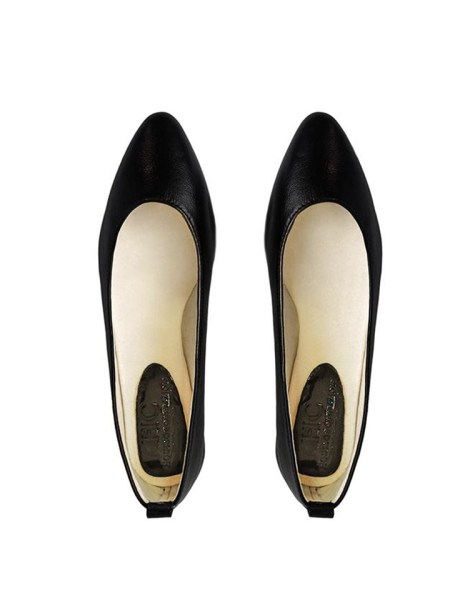 House Of Cinnamon Fama Pointed Flat Black Pair