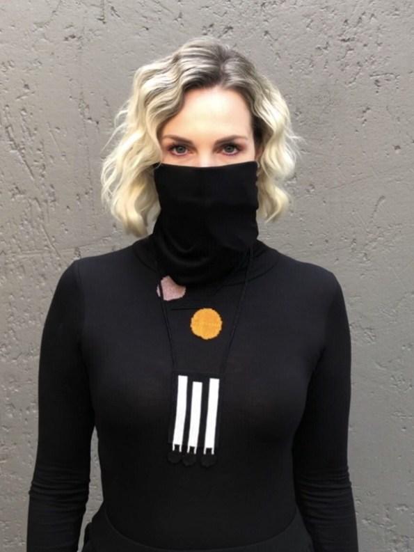 Erre Mask Top Black Mask Over Face