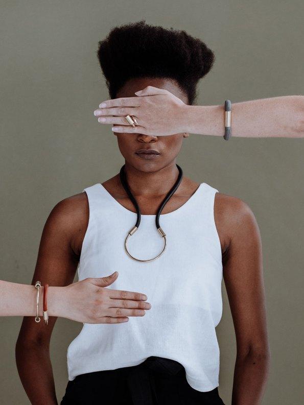 Iloni Flow Necklace Black on Model