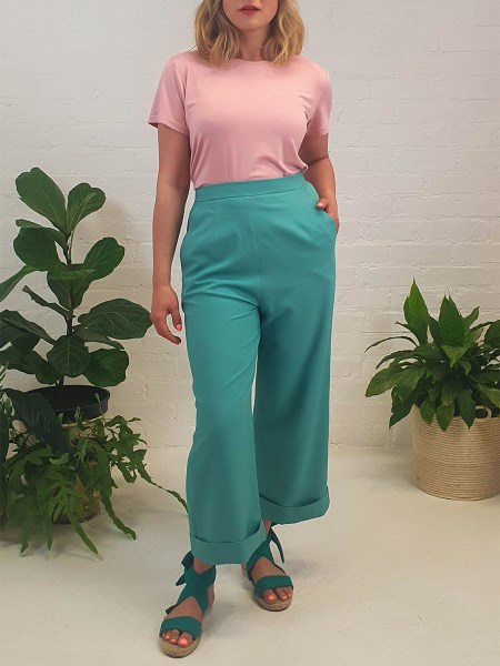 green linen pants with pink t-shirt