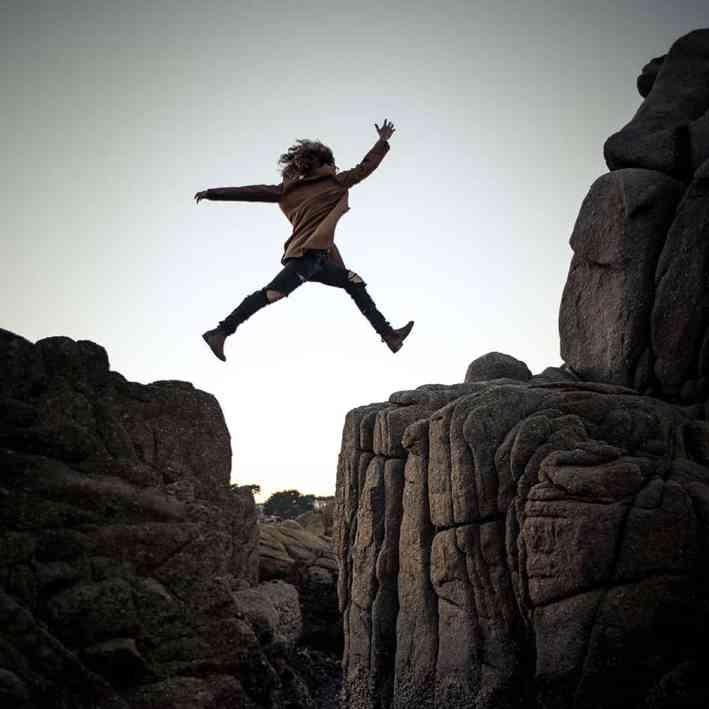 Moed Vastberadenheid Lef Durven Springen Dapper Kracht Evenwicht  Vooruitkomen Ondernemen Energie Gelukkig