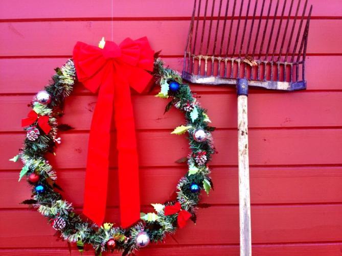 barn wreath fork