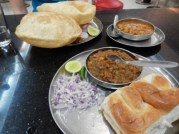 chana-batora-et-paw-bhaji