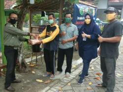 Memutus Penyebaran Covid-19 di Kab. Blora Calon Bupati Blora, Jawa Tengah, Cristy Andrini Beserta Tim Bannaspati Membagikan Sejumlah Masker Gratis