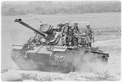 M-48 μεταφέρει Πεζοναύτες.1966