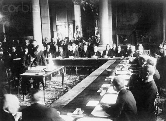 Η Συνθήκη των Σεβρών υπεγράφη στις 28 Ιουλίου/10 Αυγούστου 1920 στην πόλη Σεβρ (Sèvres) της Γαλλίας, φέρνοντας την ειρήνη ανάμεσα στην Οθωμανική Αυτοκρατορία και τις Συμμαχικές και σχετιζόμενες Δυνάμεις μετά τον Α΄ Παγκόσμιο Πόλεμο.
