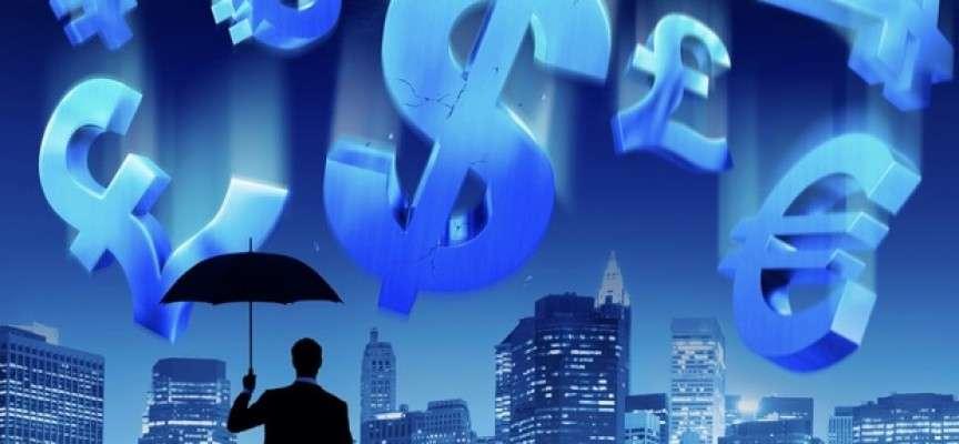 Η τοκογλυφική επίθεση που γίνεται και η παράλληλη μέριμνα να εξαφανιστεί ο πλούτος προς τις υπεράκτιες τράπεζες είναι οι βασικότερες μέθοδοι για να βουλιάξουν ολοκληρωτικά οι δανειζόμενες χώρες, και να οδηγηθούν σε δίχως όρους νεοφιλελεύθερη ομηρία