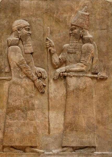 Ο Σαργών Β' (765 π.Χ. - 705 π.Χ.) ήταν βασιλιάς της Ασσυρίας (722 π.Χ.-705 π.Χ.) γιος του Τιγκλάθ Πιλεσέρ Γ' ή σφετεριστής διάδοχος του Σαλμανασέρ Ε', ο Χαλδαίος Μαρδούκ απλά Ιντινά Β' επαναστάτησε και με την βοήθεια του Ελαμίτη βασιλιά Ουμμανιγκάς στέφθηκε βασιλιάς της Βαβυλώνας.