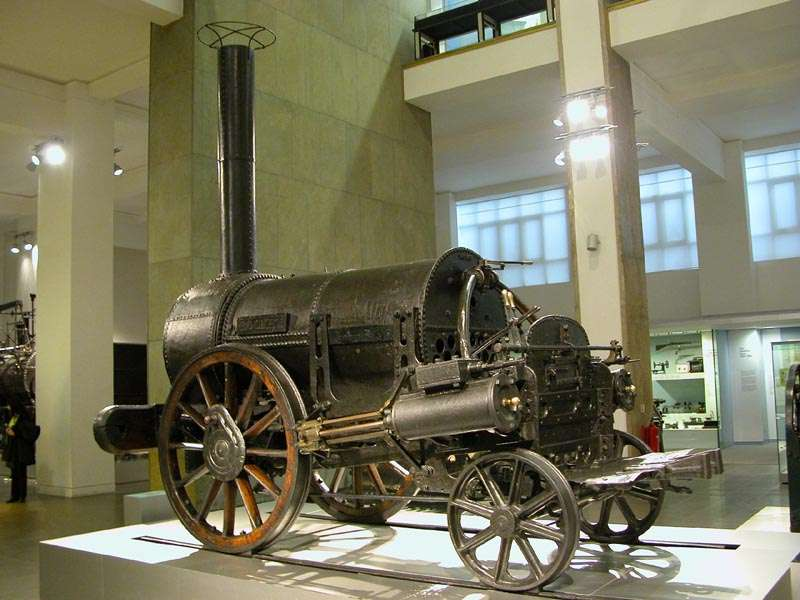 Η Ρουκέτα (Rocket) του Ρόμπερτ Στέφενσον, μια από τις πρώτες ατμομηχανές για τρένα, που κατασκευάστηκε το 1829. Η συγκεκριμένη βρίσκεται στο Μουσείο Επιστημών του Λονδίνου