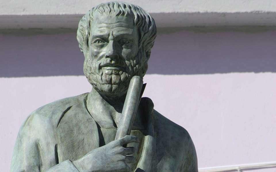 Στην κορυφή της παγκόσμιας λίστας της ειδικής ιστοσελίδας του πανεπιστημίου, Pantheon, βρίσκεται ο φιλόσοφος Αριστοτέλης, ο οποίος ακολουθείται από τον δάσκαλό του Πλάτωνα. Στη δεκάδα υπάρχουν ακόμα ο Σωκράτης, ο Μέγας Αλέξανδρος ο Όμηρος και ο Πυθαγόρας.
