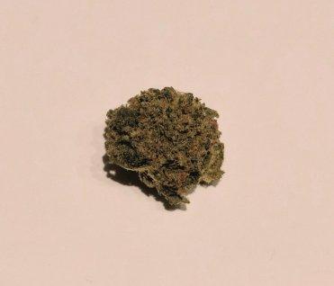 fiore di strawberry cbd weed