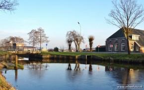 Jonkersvaart, streekdorp langs het kanaal.