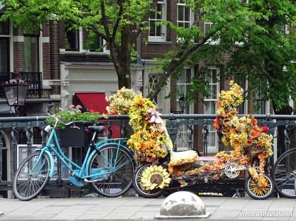 Fietsen op de brug, Amsterdam
