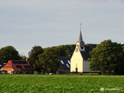 Kerkje Nieker bij zonsondergang