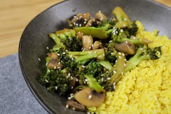 broccoli si ciuperci in stil asiatic