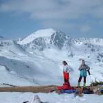 Túrázók a téli hegyekben