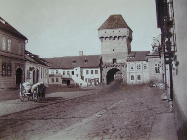 Kolozsvár középkori erődítményrendszere a 19. században. Műemlék vagy bontásra ítélt építmény?