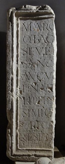 Philippus Arabs római császárnak állított monumentális szoborbázis töredéke (lupa 15109)