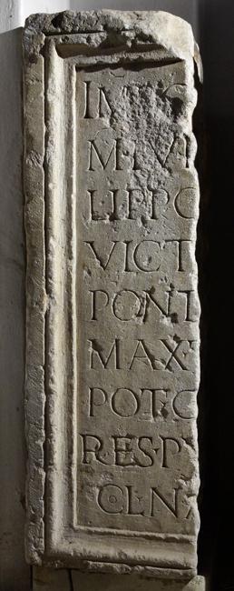 Egy másik, az előzővel nem azonos, de ugyancsak Philippus Arabs római császárnak állított monumentális szoborbázis töredéke (lupa 15272)
