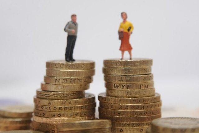 ЕК выступила с инициативой уравнять зарплаты мужчин и женщин