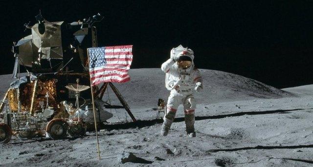 США: заявка на владения на Луне