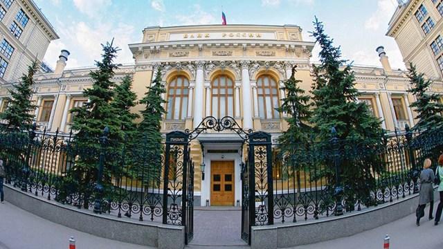 Какие страны и сколько должны России?