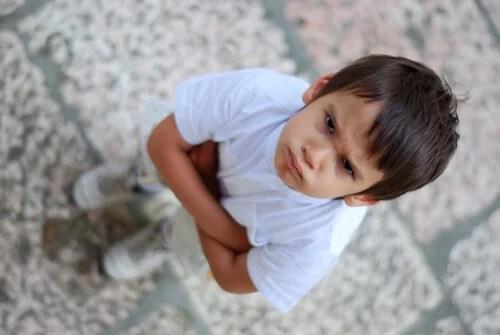 Los niños pueden mostrar su frustración y enfado de muchas maneras