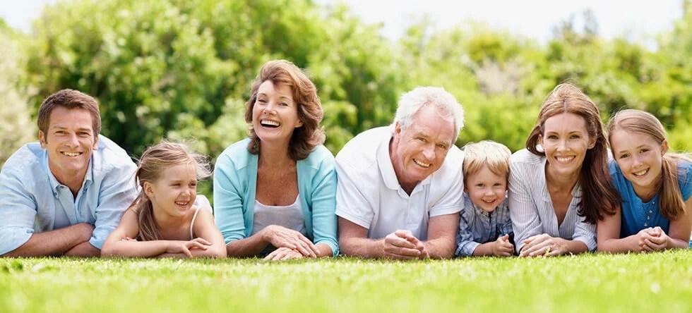 Al organizar una reunión familiar se deben tener en cuenta las agendas de cada quien y encontrar un punto medio entre ellas.