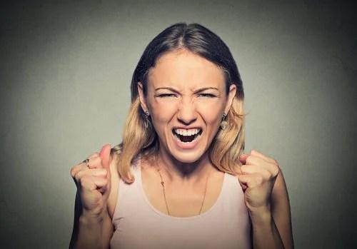 Los padres que gritan a sus hijos destruyen su autoestima.