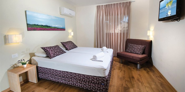 The Travel Hotel in Kibbutz Malkiyya is a base for travelers who want to hike and explore the surrounding area.