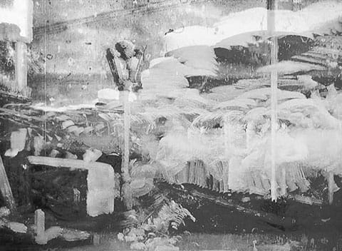 """ניר עברון, """"נסיון התנקשות בעו""""ד לאבורי"""", תצלום מתוך הסדרה ״דרייפוס/מלייס״, 2014"""