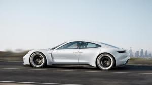 Porsche Mission E von der Seite (Quelle: Porsche)