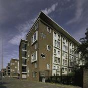Zicht_op_flatgebouw_vanuit_de_Mathenesserweg_-_Rotterdam_-_20400029_-_RCE