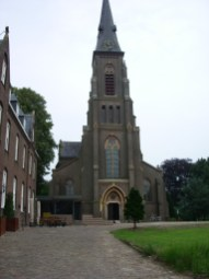 Kranenburg Kerk met entree okt 2013