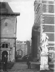 Bredase wand als oostgevel van het nog vrijstaande Fragmentengebouw (foto beeldbank Archief Amsterdam)